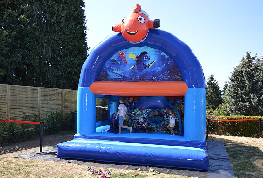 Chateau gonflable Nemo a louer disponible dans la région de  Welkenraedt