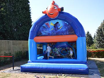 Château gonflable Nemo d'une capacité de 10 enfants à louer (Welkenraedt et alentours)