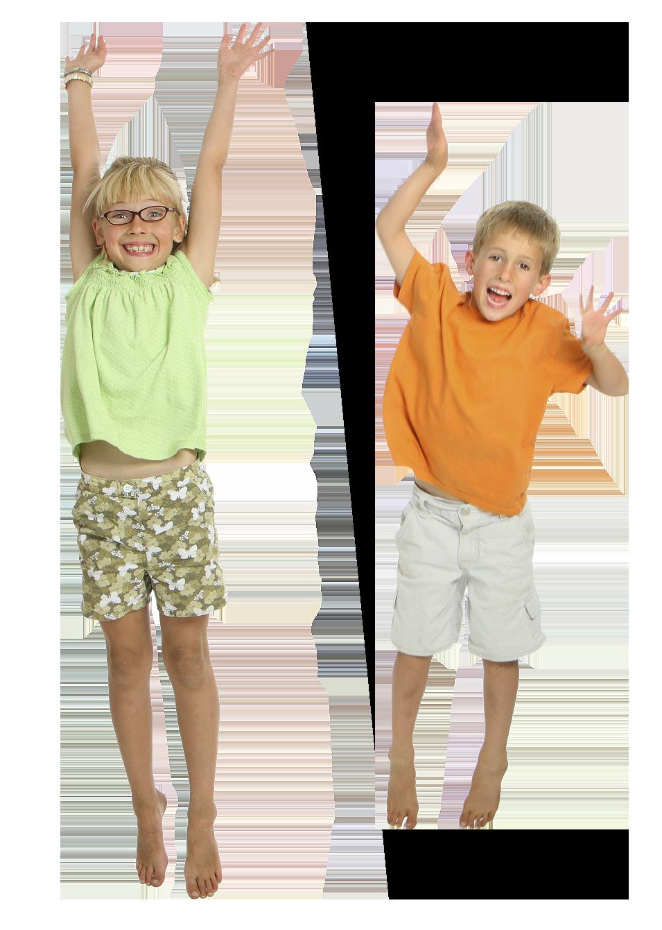 2 enfants sautent dans un château gonflable